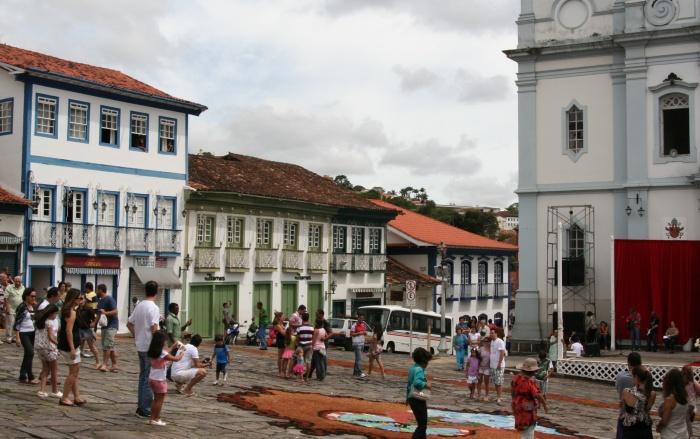 Diamantina - Praça da Catedral e seus sobrados.