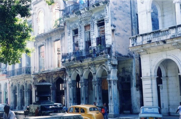 Paseo del Prado, Havana - Cuba. Uma avenida inspirada nas ramblas espanholas, mas decadente